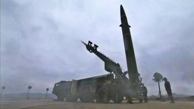 先锋营高原亮剑!火箭军英模部队操纵东风16如臂使指