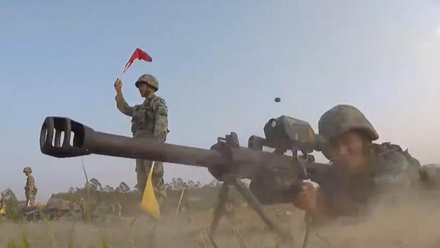 专打敌军火力点!我两栖合成营35毫米狙榴一发毙敌
