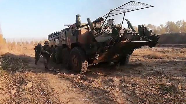 跑得快火力猛!我陆军合成营11式轮突混编扫雷车作战