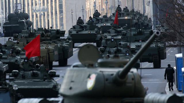 铁甲洪流 俄军士兵持续在红场进行胜利日阅兵式彩排