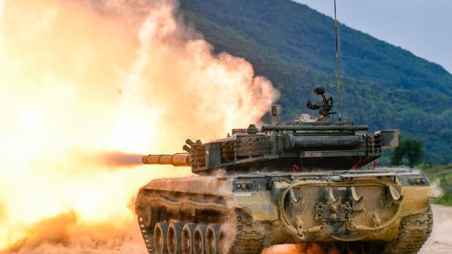 火力全开!直击坦克实弹射击超燃现场