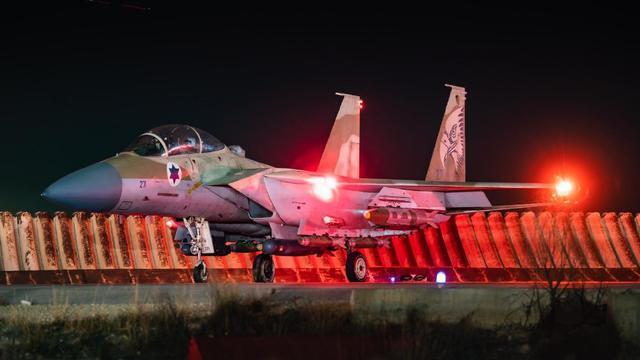 以色列轰炸加沙的战斗机带弹不带副油箱