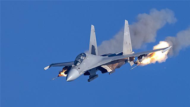 北部战区空军航空兵某旅进行突防突击训练