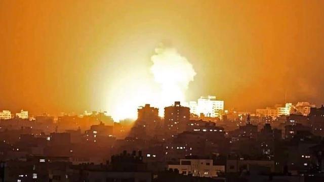 以军连夜发动炮击轰炸 加沙地区夜空如白昼