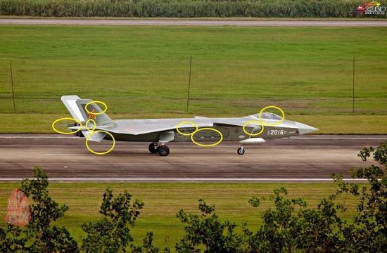 最新一架歼20战机于9月18日成功首飞,该飞机亮相不久就参加首飞说明国产歼20的制造已经相当成熟。此外新一架飞机在诸多细节上进行了改动。