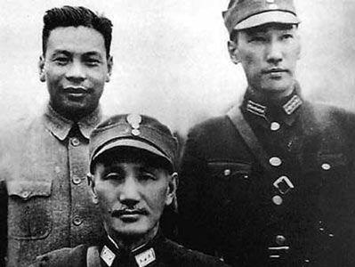 资料图:蒋介石父子