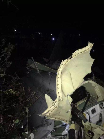 坠毁的是一架歼-10S双座型战斗机