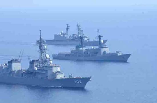日菲联合舰队在南海举行联演