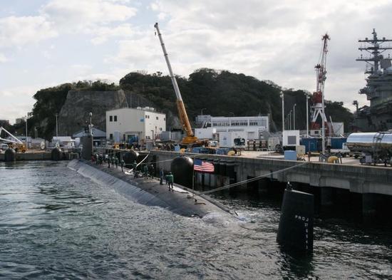 """12月22日,美国海军最新型""""弗吉尼亚""""级攻击核潜艇SSN-775""""德克萨斯""""号抵达日本横须贺军港进行访问活动。"""