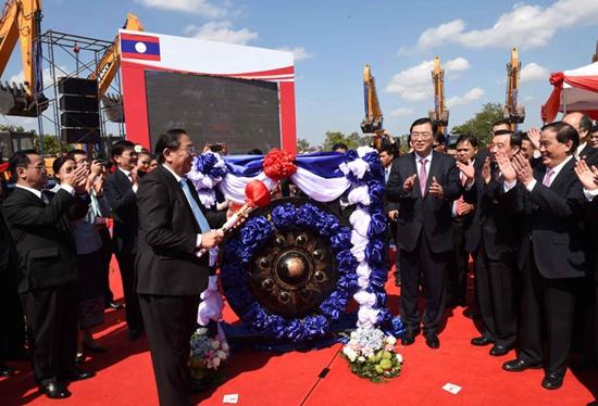 张德江与朱马里出席中老铁路开工奠基仪式