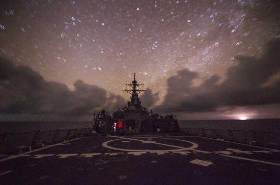 美军多艘战舰深夜在南海徘徊