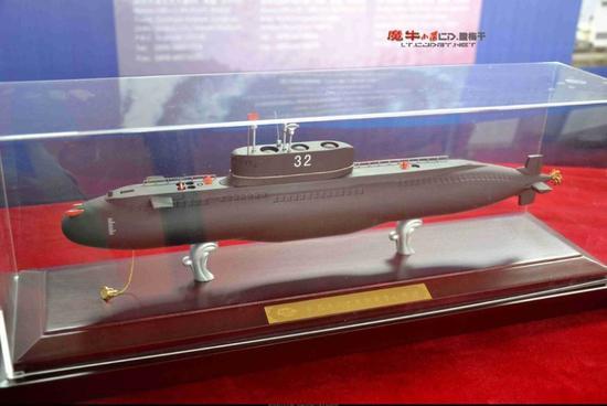 新型潜艇武器需要经过多次水下实际测试才能正式装备部队,为此我国早年制造了200型试验潜艇。由于200型潜艇已过于老旧,我国又在近年制造了全新的32型试验潜艇。试验潜艇主要用于测试高新武器,通过其测试的武器可预测中国潜艇未来主要武器配置。 (超大军事 魔牛小队)
