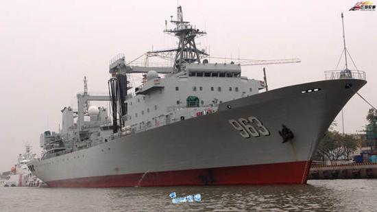 海军又一艘万吨级补给舰舾装