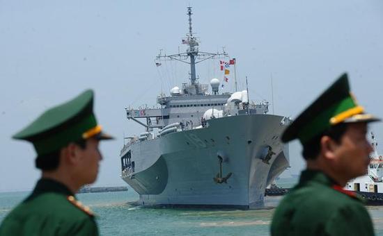 资料图:美国军舰抵达越南岘港
