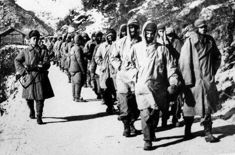 资料图:志愿军押送美军战俘