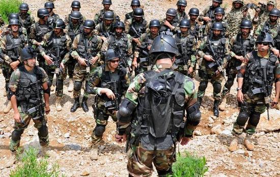 开最精锐SSG特种部队训练照.-巴基斯坦组万人特种部队为中巴经济图片