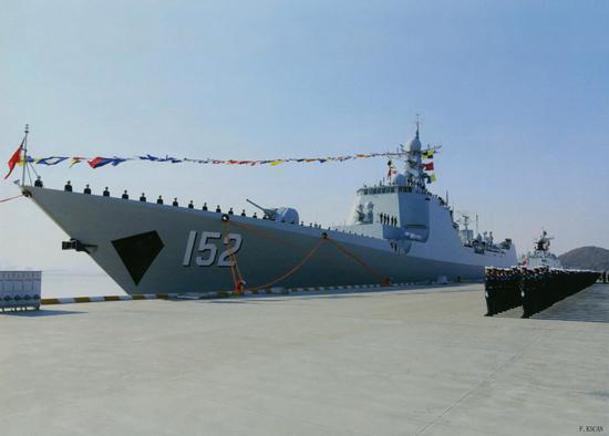 东海舰队节后出征 刚离码头警报就响