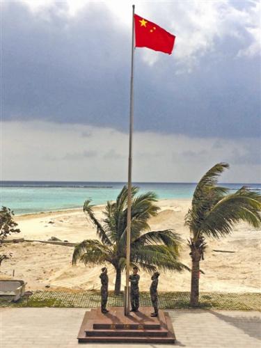 大年初一,海南省三沙警备区赵述岛民兵哨所举行升国旗仪式