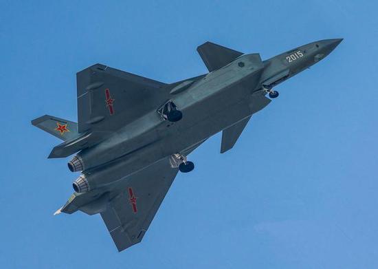 装备99M系列发动机的歼-20和歼-10C