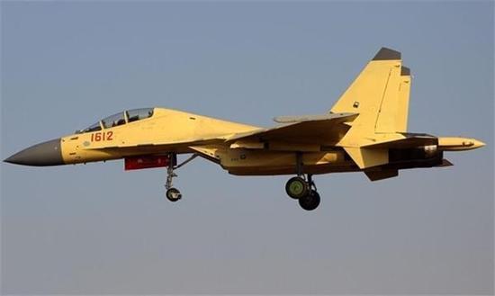 """装备""""太行""""的歼-16多用途战斗机"""