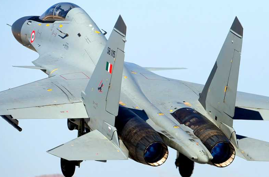 印度的SU-30MKI,其矢量推力无法随意控制,和SU-35S、F-22等飞机的超机动性能完全没有可比性