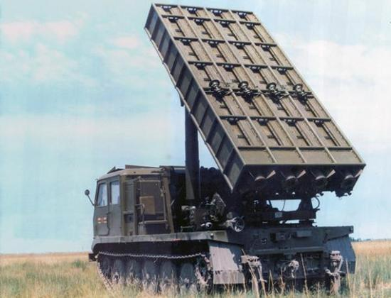 与上面两种火箭炮相比,我们的83式就显得有点落后于时代了
