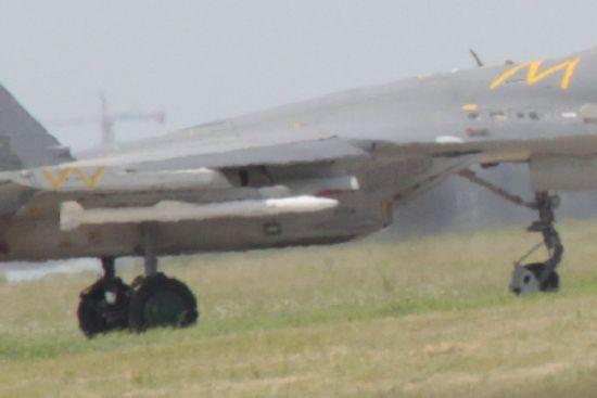 国产PL-15中远程空空导弹