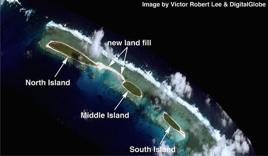 三沙市早在2014年5月就着手制作七连屿中的北岛、中岛、南岛三岛连接设计方案,解决岛礁之间的交通问题。图为:2016年03月02日 七连屿高清卫星图