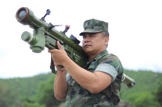 体验前卫-18导弹的泰国空军高级军官。
