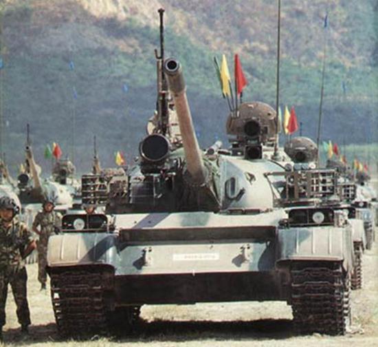 演习中的泰国皇家陆军69-II主战坦克。
