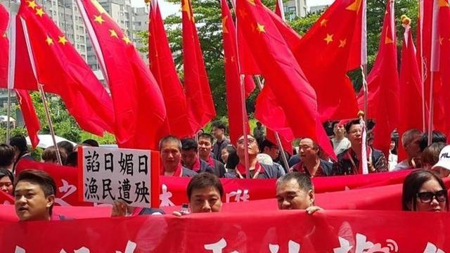 """蔡英文上台还没一周 台湾""""总统府""""就被五星红旗包围了"""