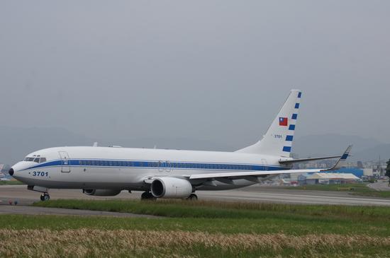 """台湾行政专机""""空军一号"""",编号3701,波音737-800型(资料图)"""