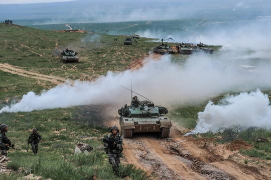 96A型坦克在演习中