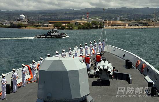 图为衡水舰进港。