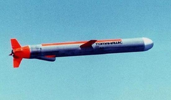战斧巡航导弹伸出的进气道