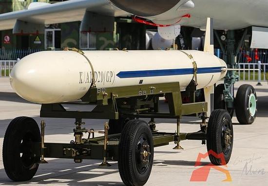威风八面的国产轰-6及AKD-20巡航导弹 采用十字形尾翼