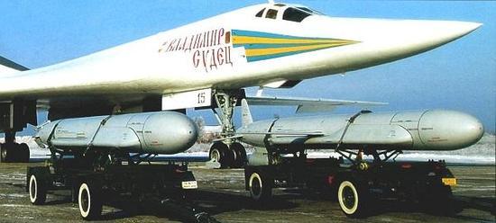 这张照片显现了KH-55采用了三片式尾翼和吊挂式发动机