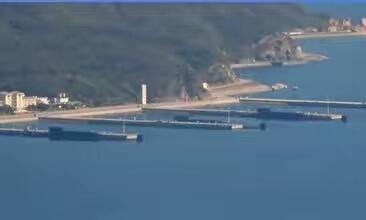 中国某潜艇基地:三艘094型核潜艇驻泊