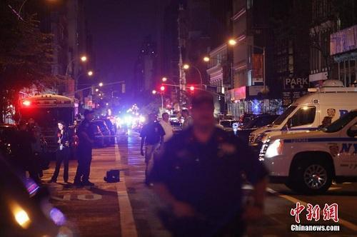 资料图:当地时间9月17日,纽约曼哈顿切尔西街区,警察警戒