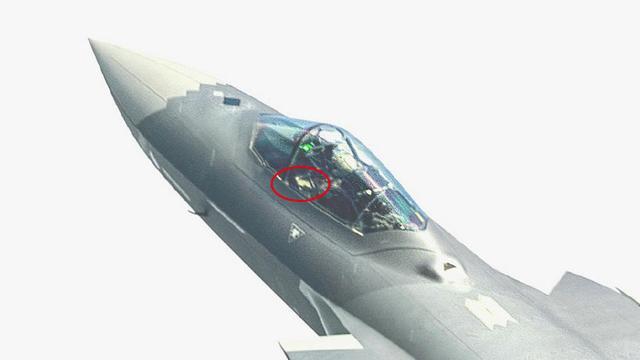 歼20座舱高清细节:或和F-22一样采用侧杆操作