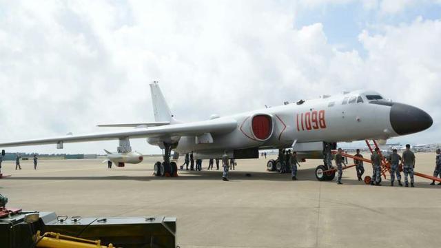 中国战神!轰6K战略轰炸机降临珠海航展现场