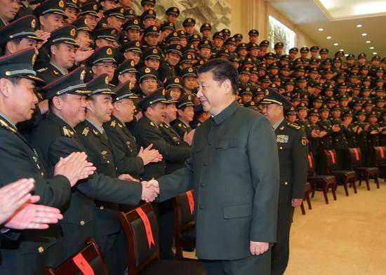 资料图:习近平在南昌接见驻赣部队师以上领导干部和建制团单位主官