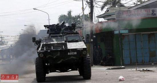 资料图:菲律宾政府军与反政府武装激战。