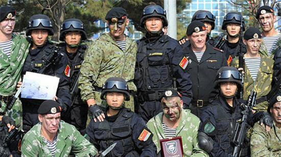 资料图:中俄海上联合军演-2012特战队交流