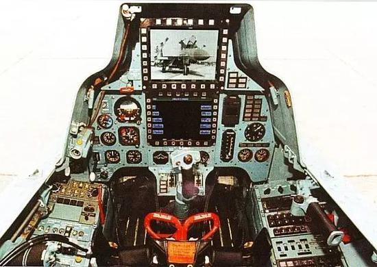 △苏-30MK的前后座舱