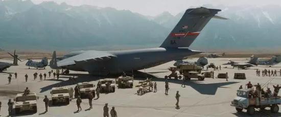 巴格拉姆是美军在阿富汗最主要的物资中转基地。