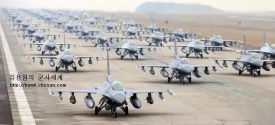 挑战密集恐惧症!美韩空军超过60架F-16战斗机在群山基地集结!
