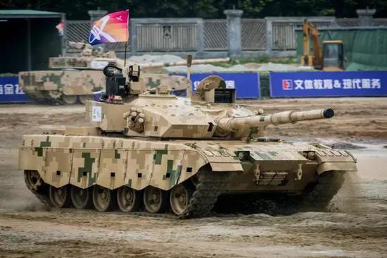 除了高端的VT-4,中国也推出了终端的96B型坦克的出口版