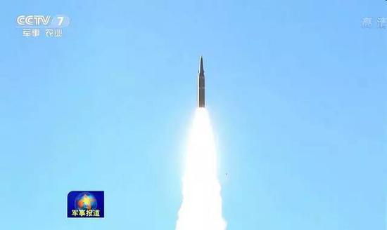 进行发射演习的中国东风-21D反舰导弹