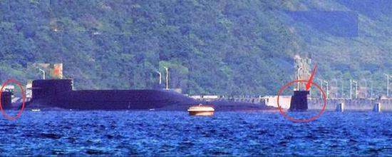 在中国南方海军基地出现了两艘战略核潜艇